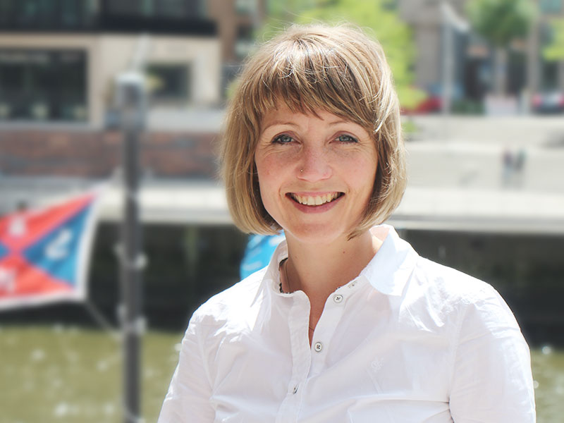 Sina Gritzuhn ist Mitgründerin und GF von Hamburg Startups. Sie leitet das StartupSpot Projekt und freut sich über den ersten Standort im Süden.