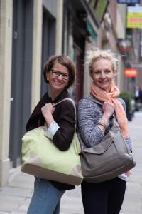 Social Entrepreneurs: Annika und Andrea stellen ihre Taschen vor, die sie aus gebrauchten Materialien herstellen