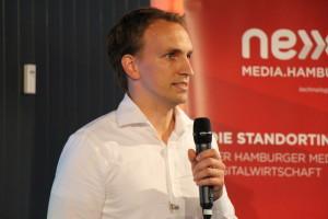 Los geht's Startups auf die Bühne! Die drei Finalisten sind Courtag.io, WunderCar und Familonet. Den Anfang macht Jan Riedel von Courtag.io, einer Software für Immobilien-Makler. Mehr Infos dazu gibts hier: http://courtag.io/produkt.html