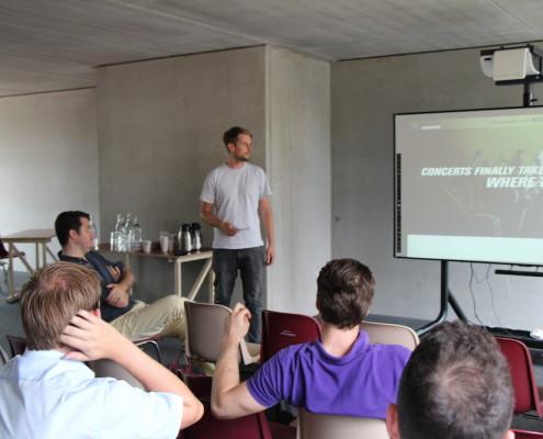 Dirk Veit vom Hamburger Startup www.addact.de präsentiert