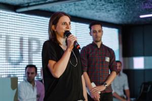 Dr. Diana Knodel präsentiert AppCamps Bild: Stefan Groenveld