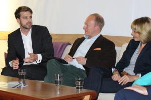Alex Djordjevic (l.) spricht über den E-Commerce Standort Hamburg.