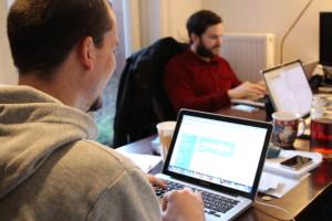 Paul pflegt das Profil im Hamburg Startup Monitor