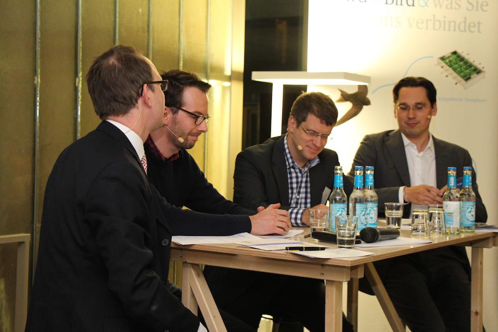 Term-Sheet Verhandlung im betahaus mit dem wundercar Gründer Gunnar Froh und Marc Miller von Catcap als Investor. Die Anwälte: Dr. Ole Brühl (g.l.) und Dr. Daniel Weiß von Bird&Bird