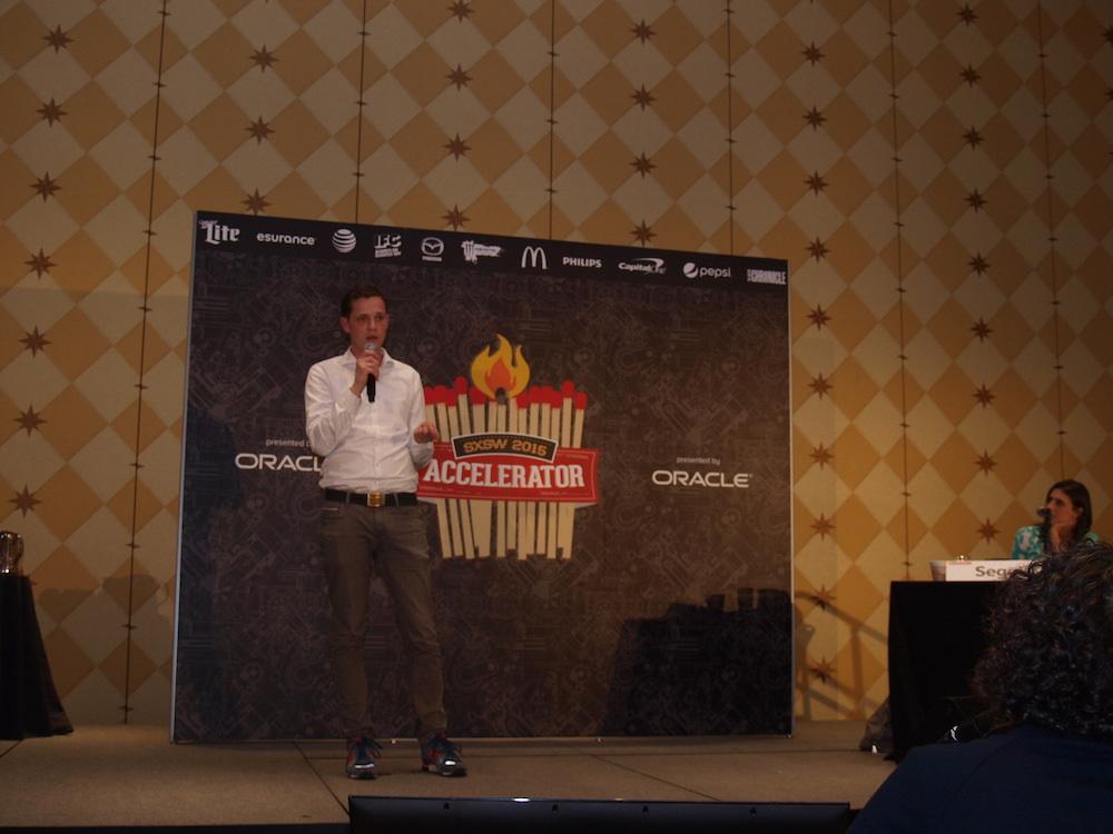 Jörg Land pitcht um den ersten Preis des SXSW Accelerators