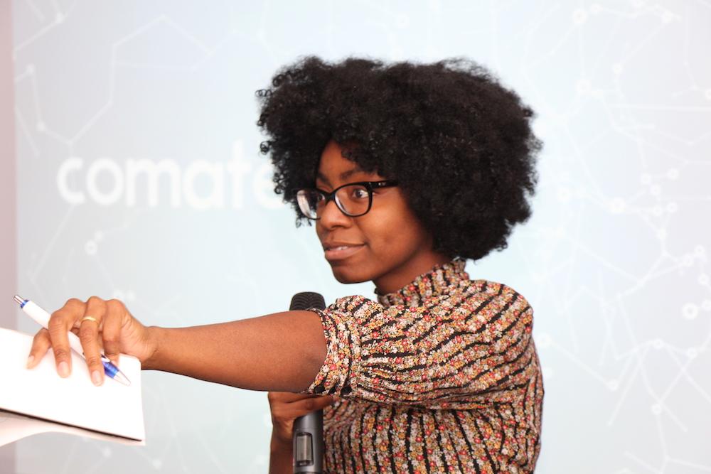 Laura Smith pitcht gemeinsam mit ihrem Team die Startup Idee comate.me