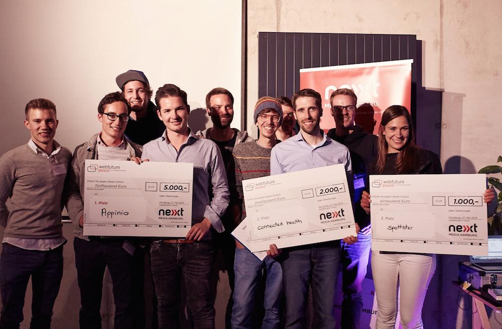 Drei glückliche Gewinner-Teams: 1. Platz appinio, 2. Platz connected-health, 3. Platz spottster