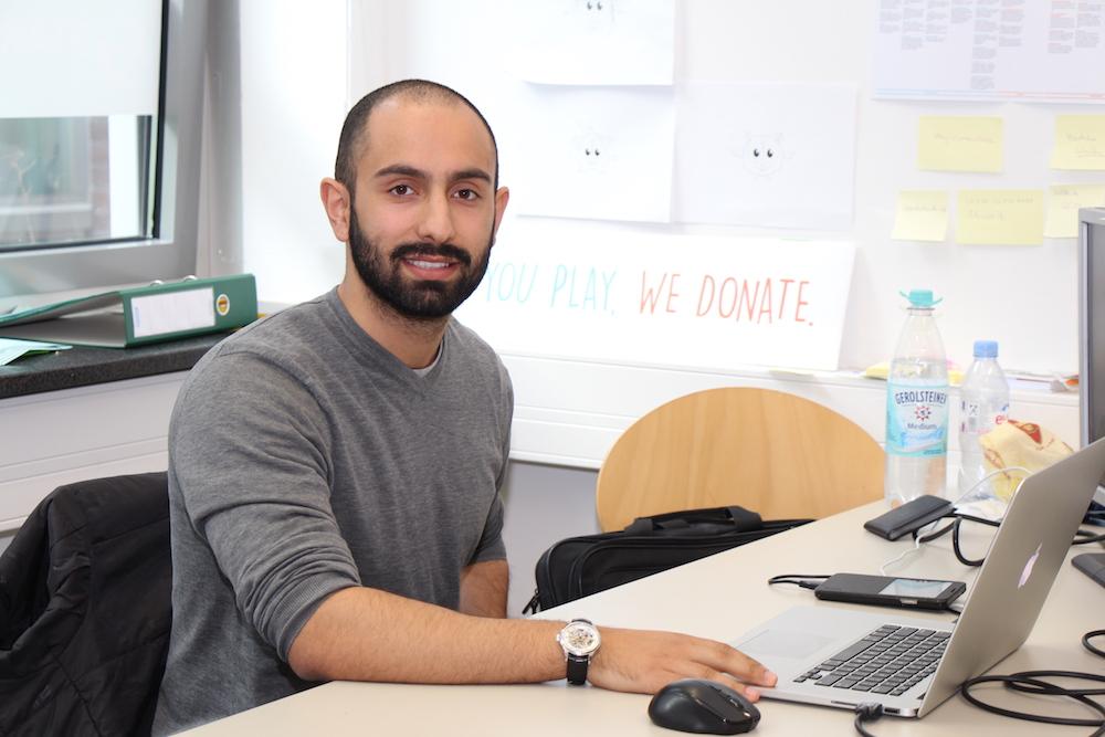"""CharityGames Lab Gründer  Sohrab Shojaei Khatouni ist glücklich mit der Wahl seiner Uni:  ''Die TU hat mich persönlich extrem geprägt und für mich persönlich ist es die beste Universität die ich mir hätte aussuchen können. Weswegen ich mich vor einem Jahr für meinen Master ebenfalls für die TU entschieden habe."""""""