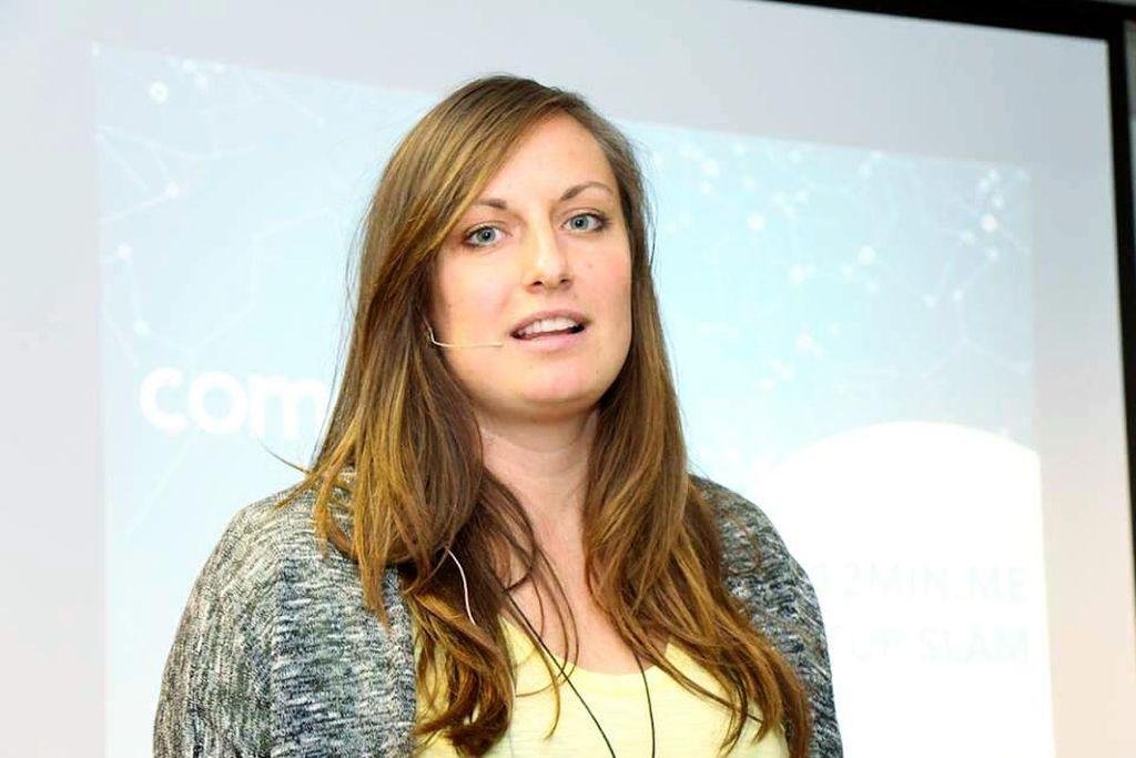 Marina präsentiert comate.me beim Startup Slam von 12minute.me.