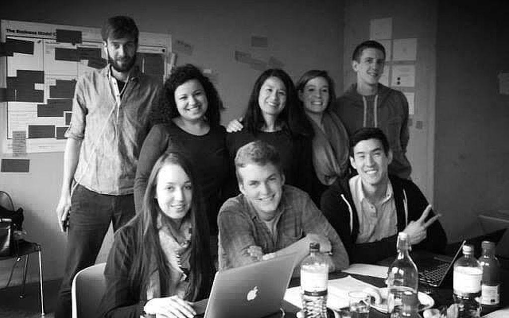 Das Team von PeopleSay beim Startup Weekend Hamburg. Mit dabei: Anna (2. v. li. hinten), Caroline (vorne li.) und Thomas (vorne re.), die auch zu comate.me gehör(t)en.