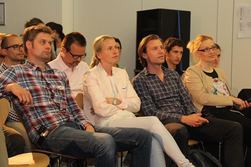 Die Gründer warten aufgeregt, dem Publikum ihre Gründungs-Ideen zu präsentieren