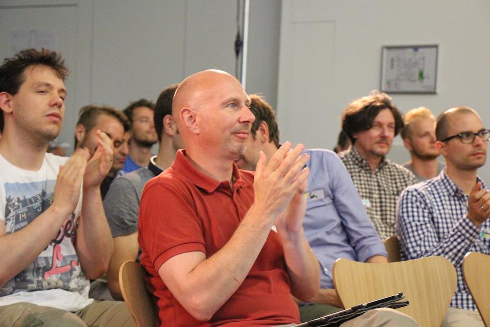 Das Publikum hat Freude daran, den Vortragenden hilfreiches Feedback zu geben.