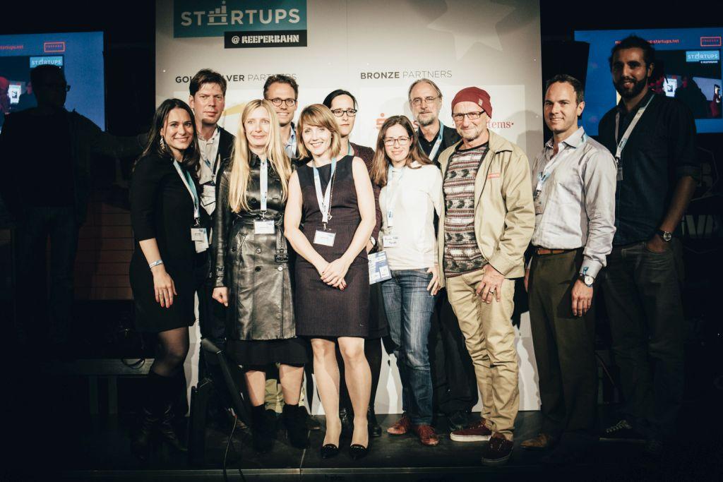 Sanja Stankovic (Hamburg Startups), Lars Hinrichs (Gründer von XING), Eva-Maria Bauch (G+J Digital Products), Jan Brorhilker (EY), Sina Gritzuhn (Hamburg Startups), Katharina Borchert (SPIEGEL ONLINE), Ruth Fend (Business Punk), Karlheinz Brandenburg (Fraunhofer Institut), Titus Dittmann (Skateboarder und Gründer), Chris Barton (Shazam) und Tarek Müller (Collins): die Gründerinnen von Hamburg Startups und die tolle Jury.