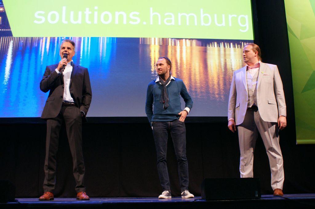 Oliver-Arne Hammerstein, Dominik Bührle und Patrick Postel von Silpion erklären die Konferenz für beendet - und die Party für eröffnet!