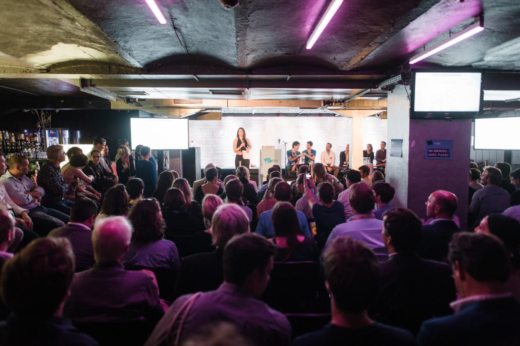 Auf dem Pitch versammeln sich Investoren, Multiplikatoren und Pressevertreter. Tolle Gelegenheit für Startups! Foto: Stefan Groenveld
