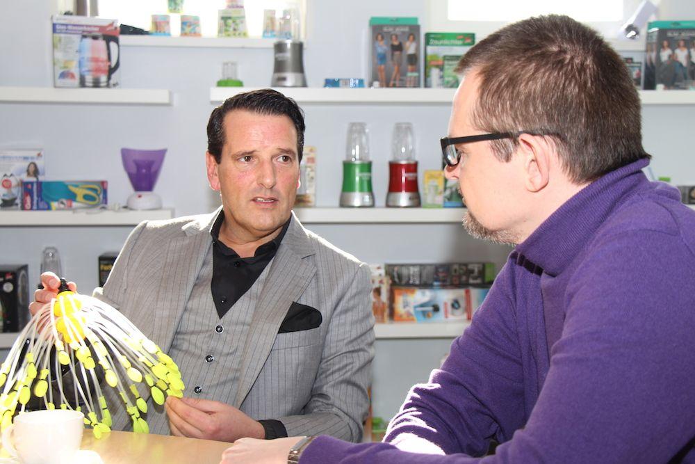 Im Interview kann Ralf Dümmel zu jedem Produkt eine Geschichte erzählen.