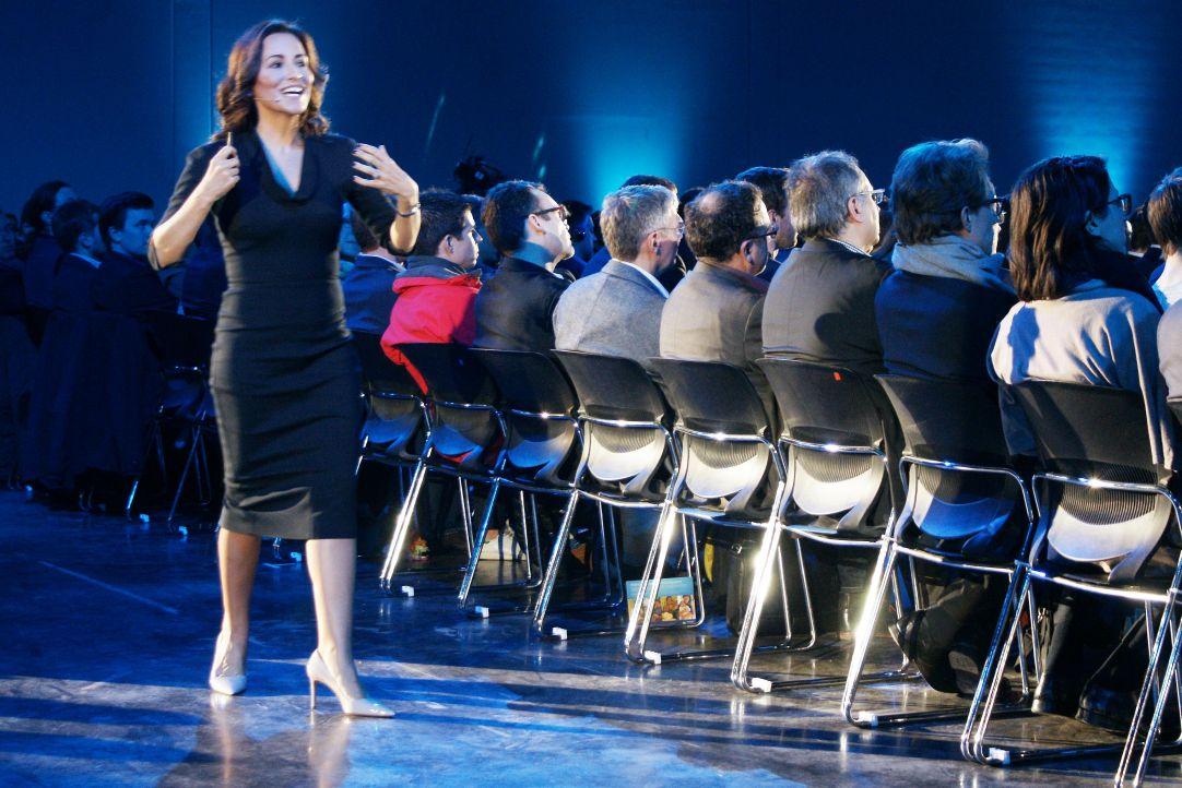 Stephanie Buscemi von Salesforce ging während der Keynote durchs Publikum