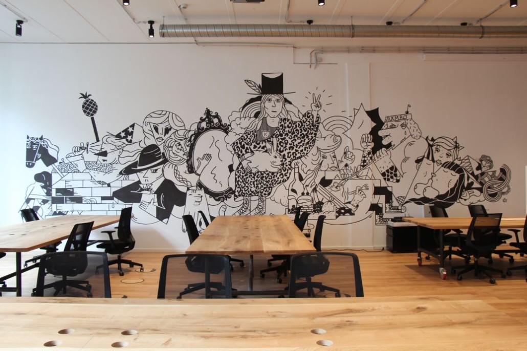 Typisch für MINDSPACE: überall Kunst und viele Wandgemälde, wie hier im großen Saal in der 1. Etage.