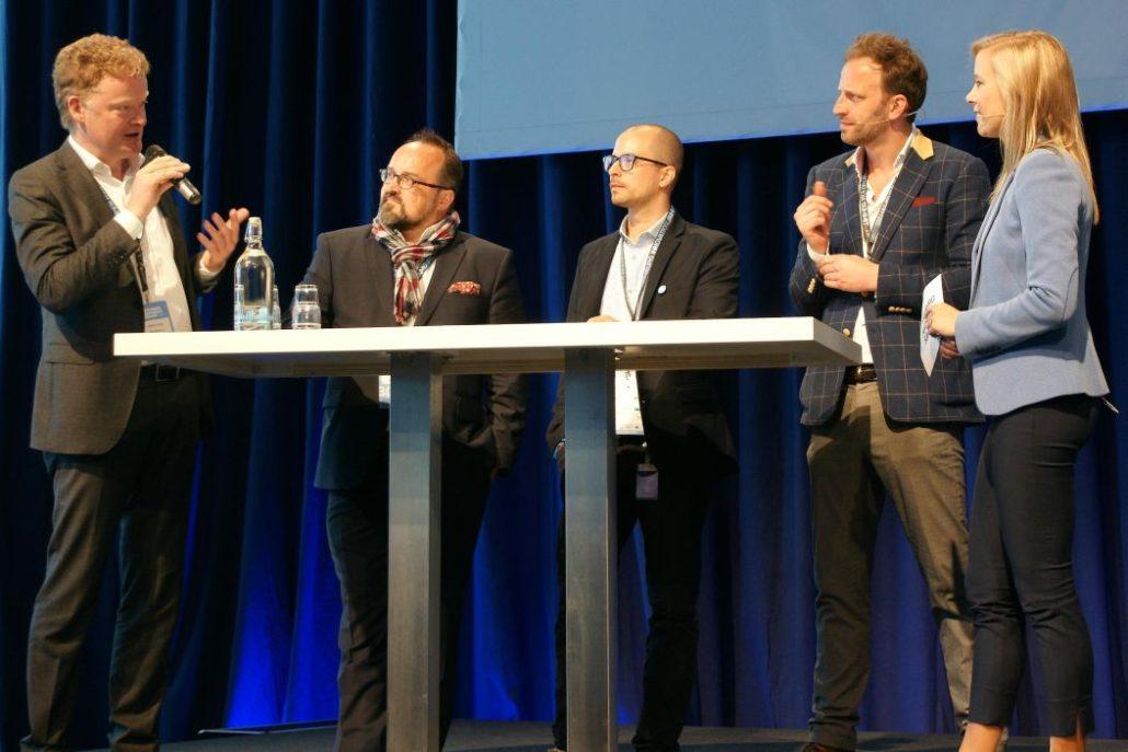 Martin Jung (IFB), Martin Mahn (Hamburg Innovation), Sebastian Tempel (Startup Dock), Nick Sohnemann (Future Candy) und Moderatorin Alina Wegner bei der Auftaktdiskussion