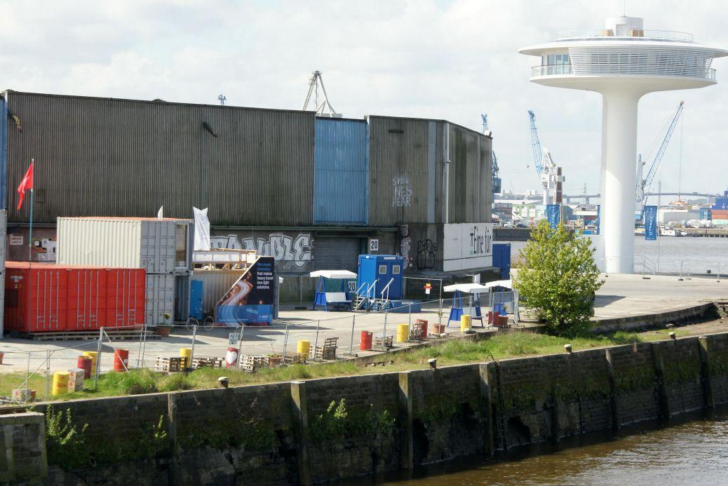 In den weißen Containern in der Mitte hat Floatility seinen Hamburger Unternehmenssitz.
