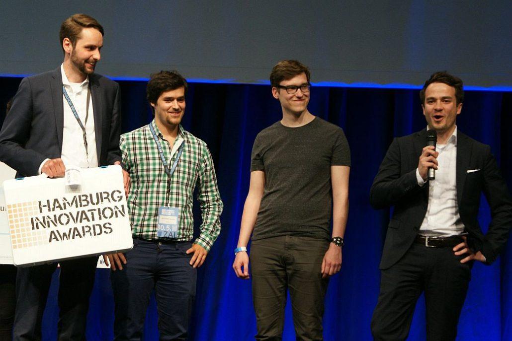 Matthias Schmittmann (ganz links), Johannes Weber (ganz rechts) und zwei Kollegen von bentekk