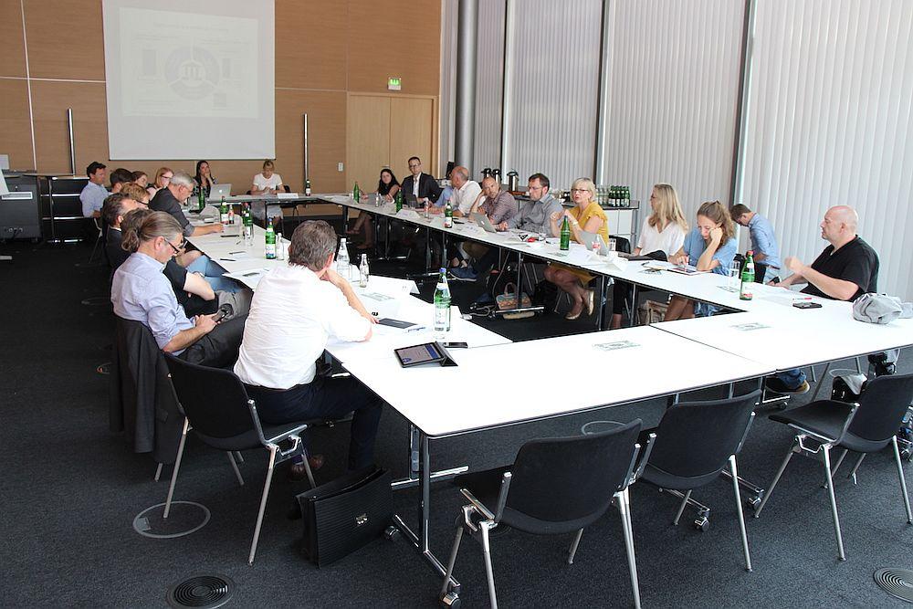 Im großen Konferenzsaal von EY an der Rothenbaumchausse ließ es sich angenehm über die Kandidaten diskutieren.