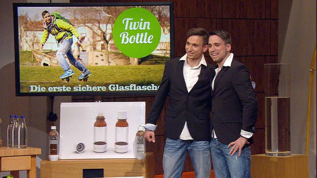 Die Zwillinge Denis und Matthieu Kanzler mit ihrer Twin Bottle (Foto: VOX)