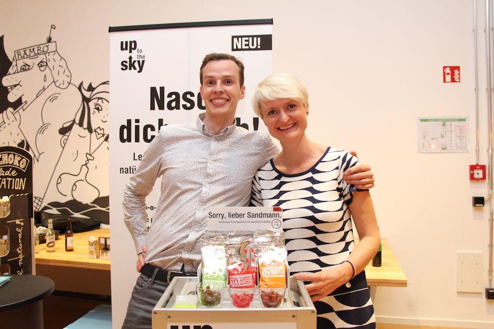 Jan Hellich und Beatrice Frint freuen sich über ihren Erfolg mit up to the sky