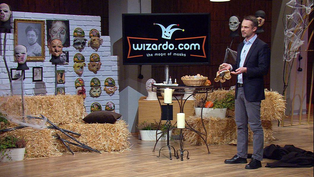 """Halloween in der """"Höhle der Löwen""""! Heute betritt Dr. Steffen Oppermann die Arena, um den Investoren sein Start-up """"Wizardo"""" vorzustellen. (Foto: Vox)"""