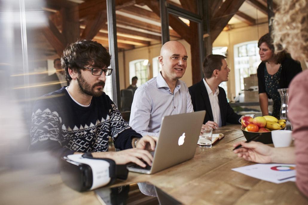 """Der """"Startup Tisch"""" von quantilope."""