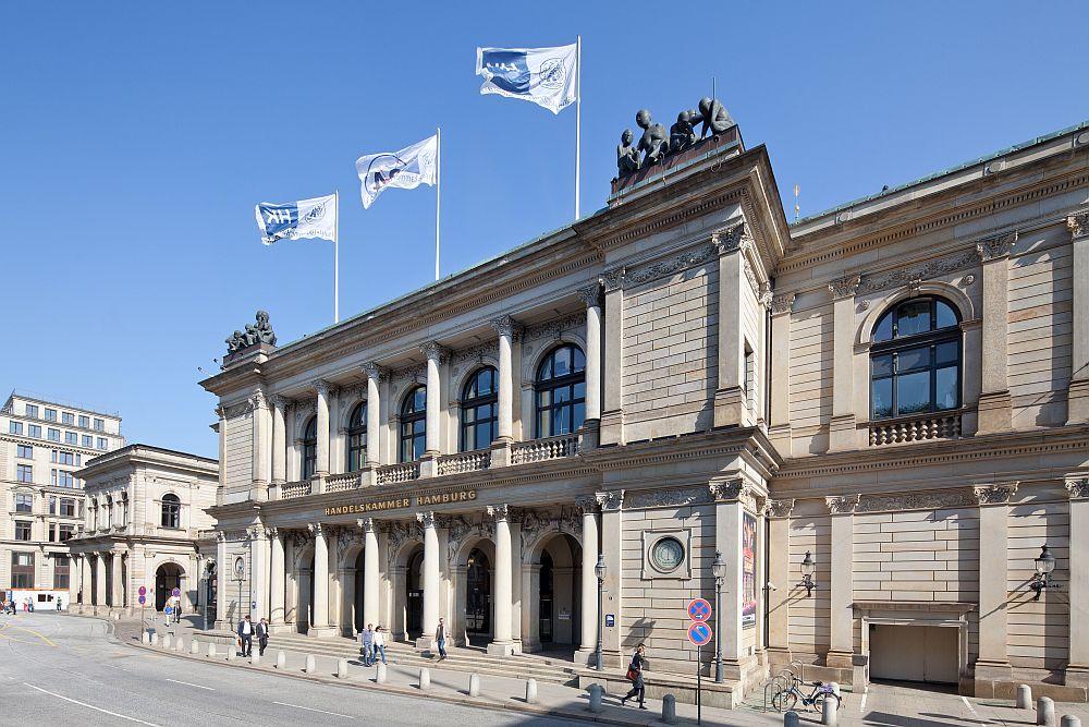 Die Handelskammer Hamburg (Foto: Handelskammer Hamburg/Daniel Sumesgutner) bietet umfassende Beratung.