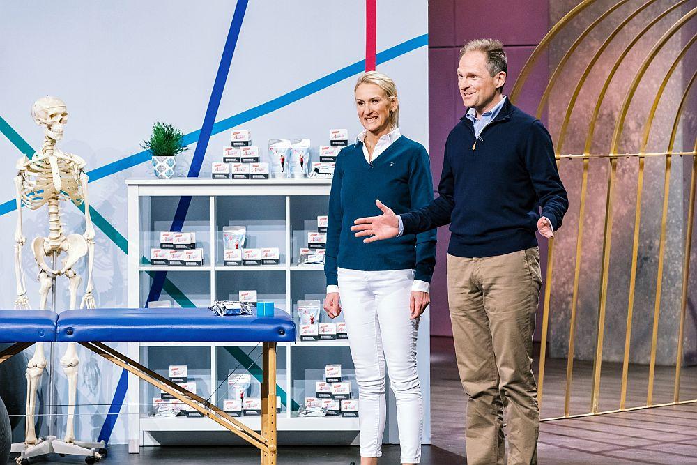 "Sabine Kroker-Hohmann und Jens Kroker präsentierten Aktimed 2018 bei ""Die Höhle der Löwen"". (Foto: MG RTL D / Bernd-Michael Maurer)"