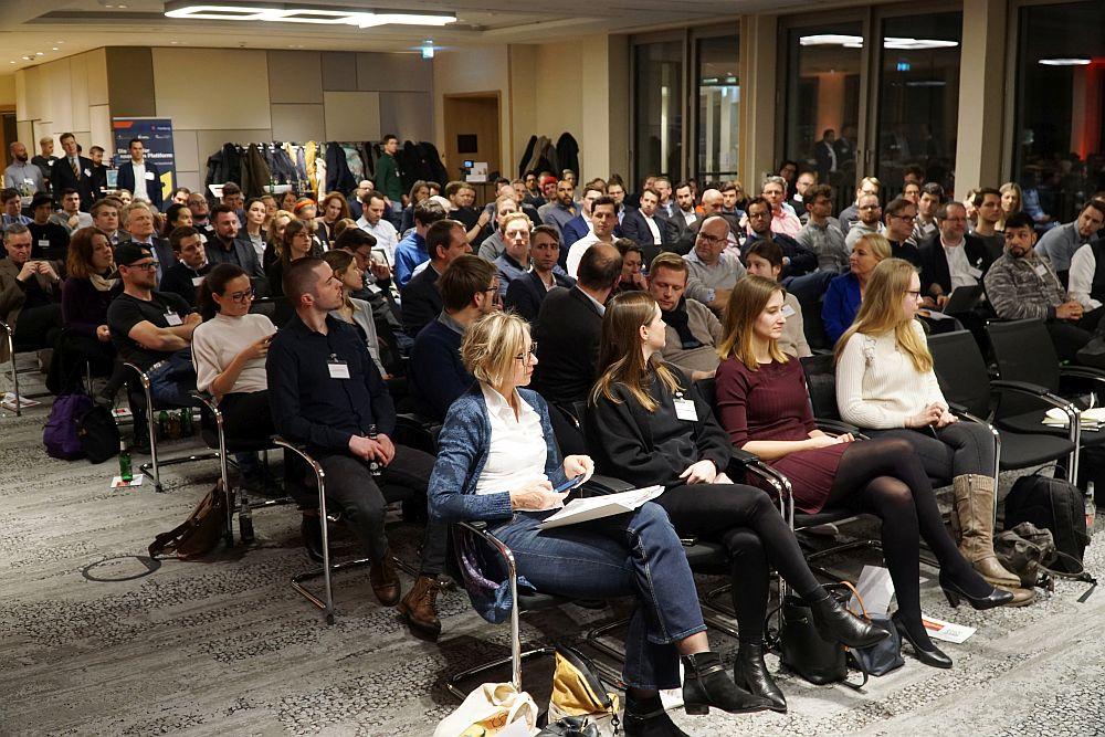 So voll wurde es 2020 nicht wieder: Publikum bei der Vorstellung der Ergebnisse des Startup-Monitors.