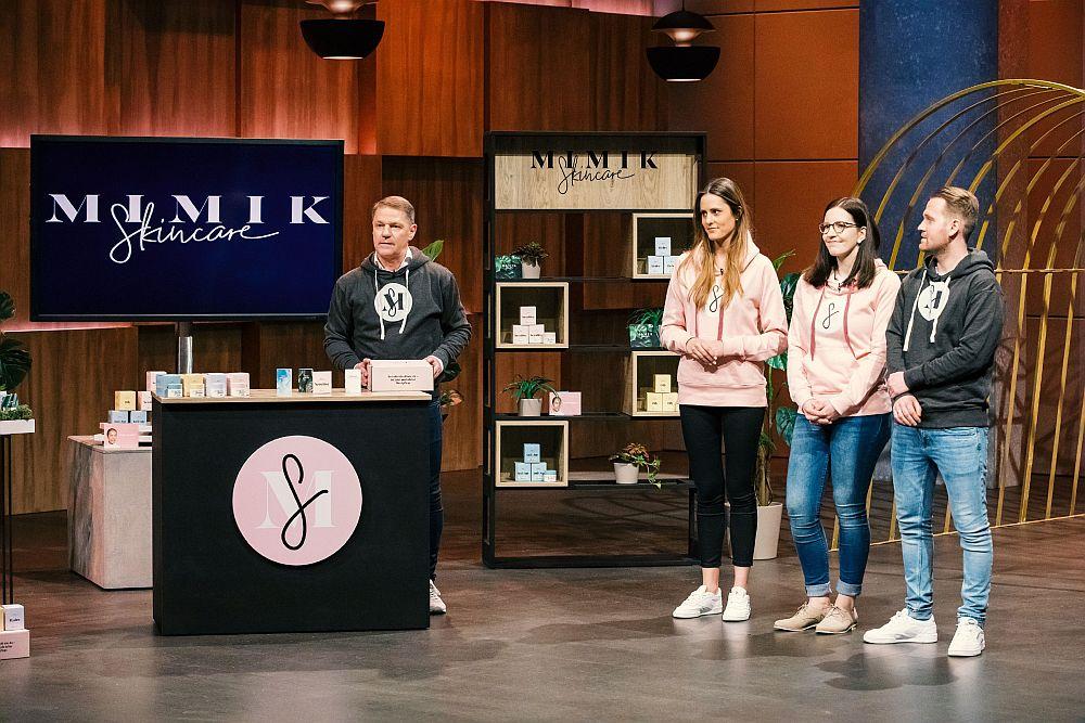 Andreas Winkler, Lara Schenk, Sandra Zerbe und Maximilian Winkler präsentieren den Löwen MIMIK Skincare.