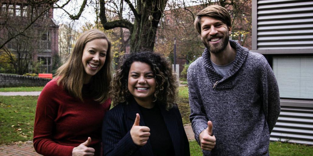 Daumen hoch für Wienke Reynolds, Joana Gil und Stefan Boersting von LignoPure.