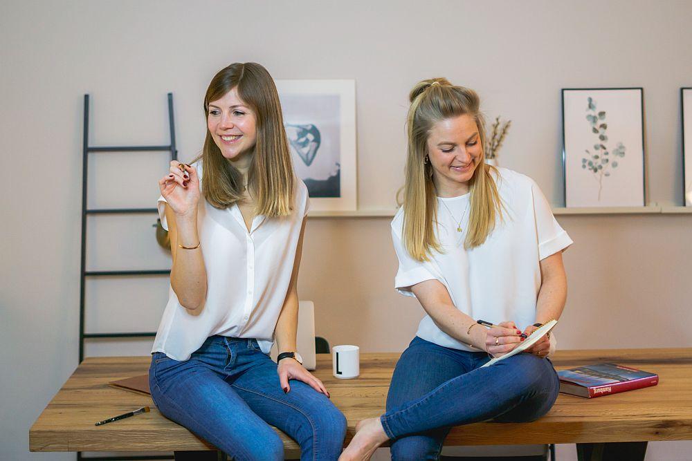 Die tvey-Gründerinnen Anna-Lena Busch und Saskia Detering