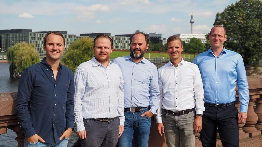 Das neue Führungsquintett von CrossEngage und Gpredictive: Manuel Hinz, Dr. Dennis Proppe, Dr. Björn Goerke, Philippe Take und Dr. Markus Wübben. (Foto; CrossEngage)
