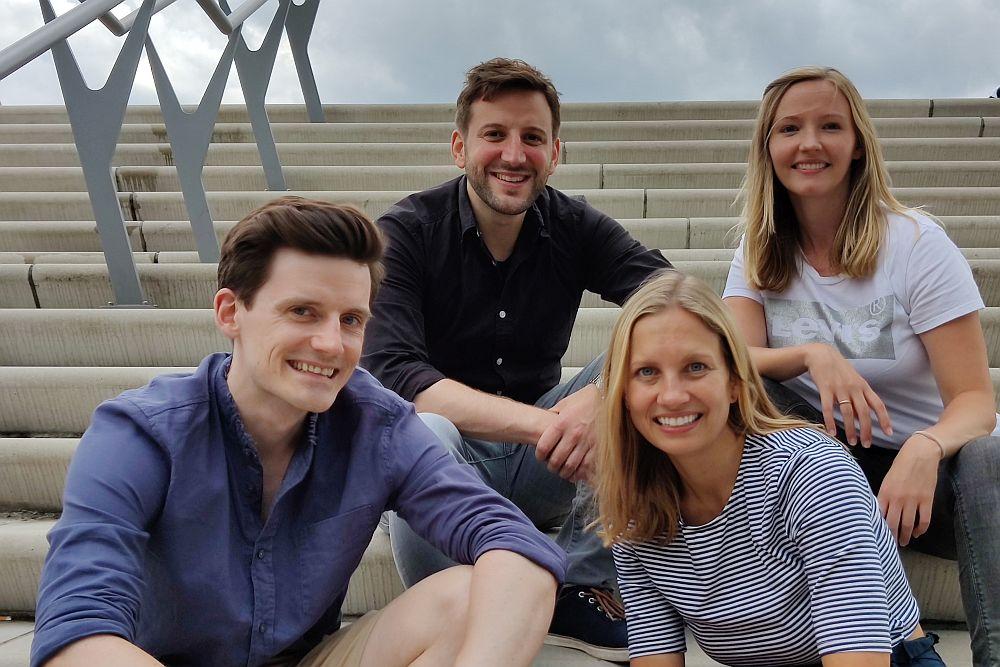 ryddle hat vier Co-Founder: Jan-Frederik Gräve, Martha de Vries (vorn), Timo Mandler und Verena Mathews (hinten). (Foto: ryddle)