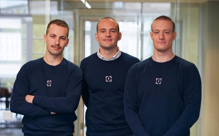 Die Cofenster-Gründer Oliver Wegner (CPO), Tom Vollmer (CEO) und Finn Frotscher (CTO)