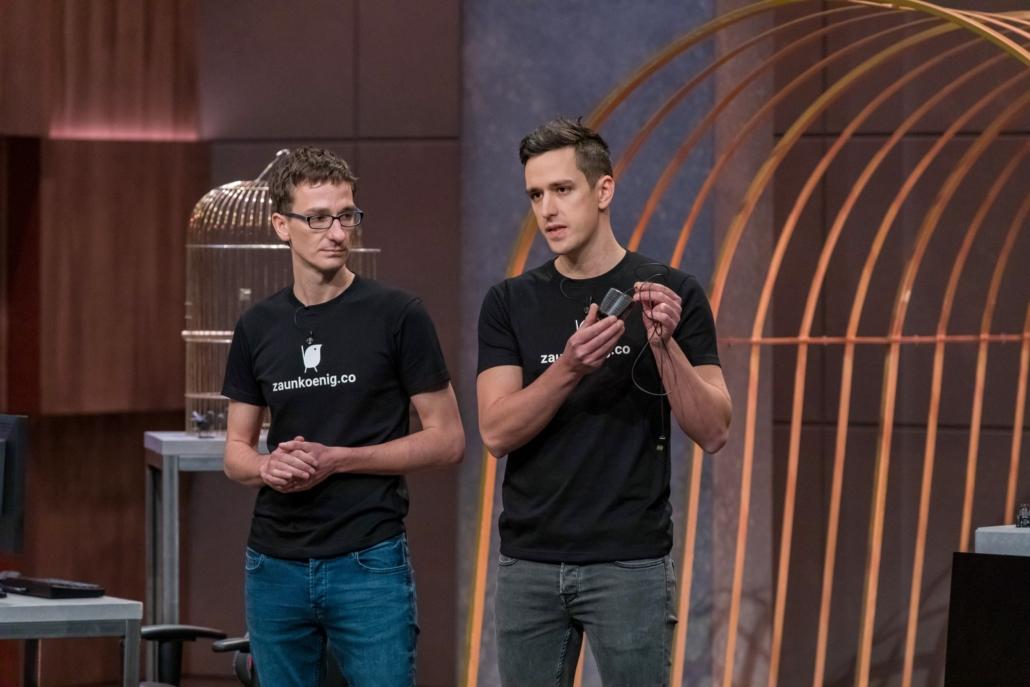 Dominik und Patrick Schmalzried haben mit dem Zaunkönig die leichteste Computermaus im Angebot.  (Foto: TVNOW / Bernd-Michael Maurer)