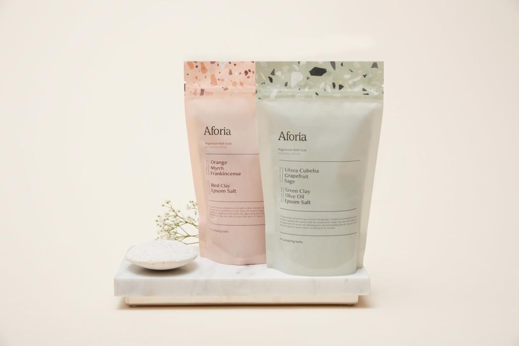 Das aktuelle Sortiment von Aforia: der Peelingstein Scrubby und zwei Sorten Badesalz.