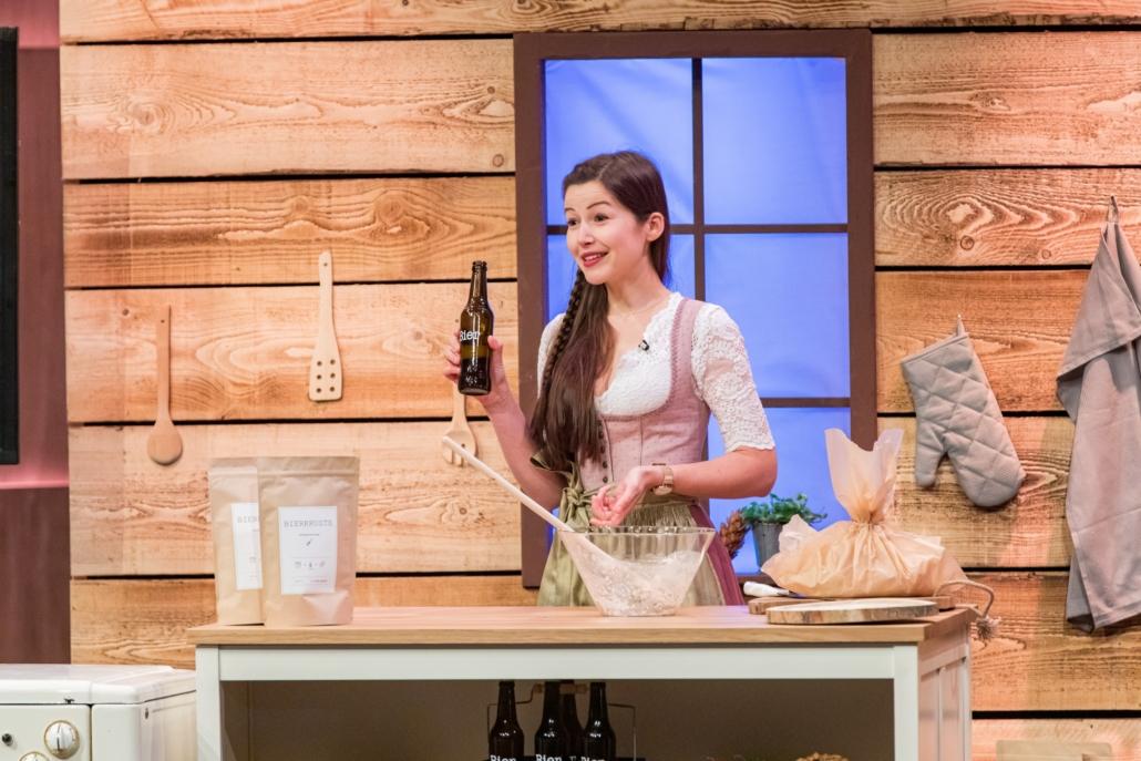 Ines Pfisterer backt unter dem Markennamen Bierkruste Brot mit Bier. (Foto: TVNOW / Bernd-Michael Maurer)