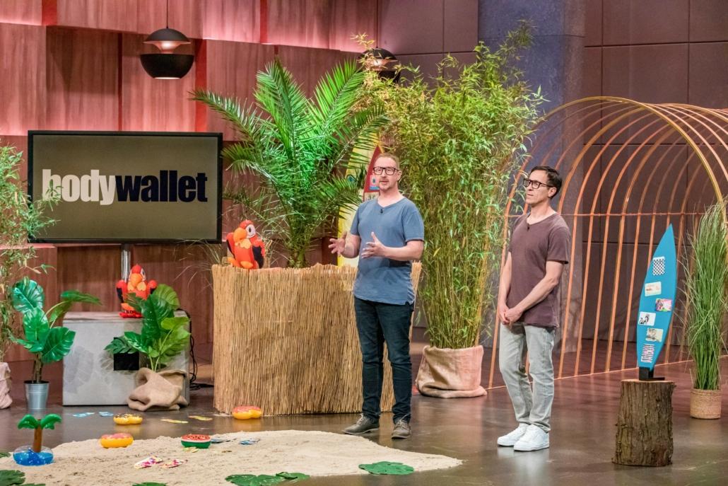 Axel Kosuch und Christian Schranz bleiben mit Bodywallet bei den Löwen nicht richtig kleben.  (Foto: TVNOW / Bernd-Michael Maurer)