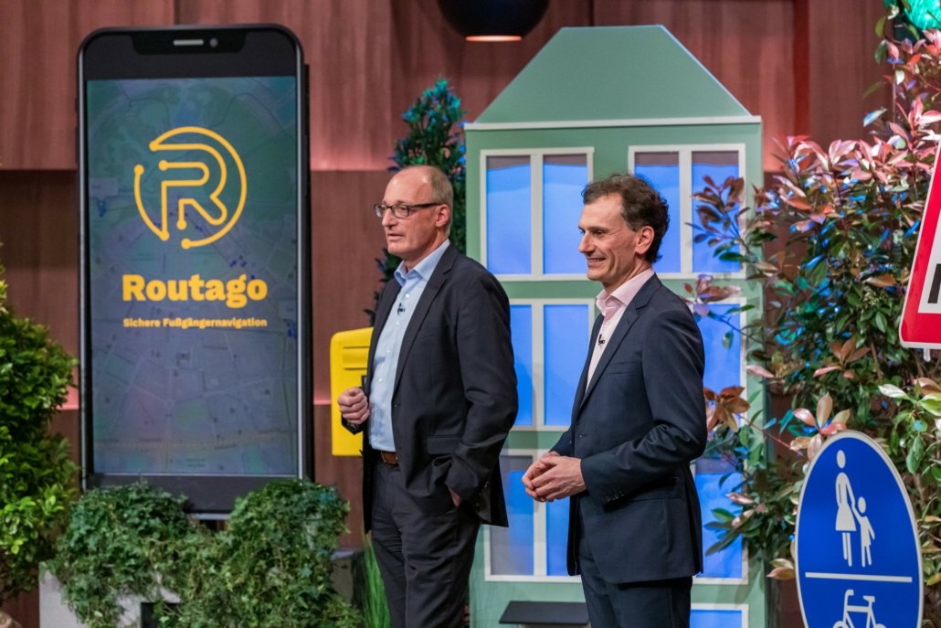 Gerd Güldenpfennig und Stefan Siebert präsentieren ihre App Routago für Menschen mit Sehbehinderung und Blinde (Foto: TVNOW / Bernd-Michael Maurer)