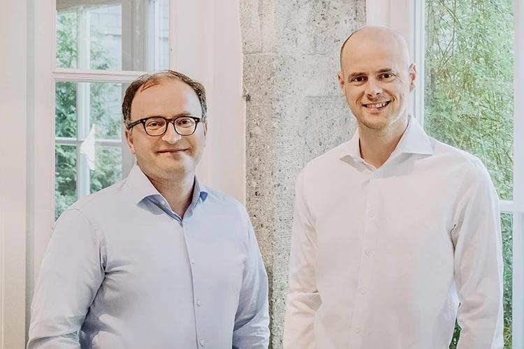 Die CEOs Dr. Tamaz Georgadze und Dr. Tim Sievers (Foto: Raisin DS)