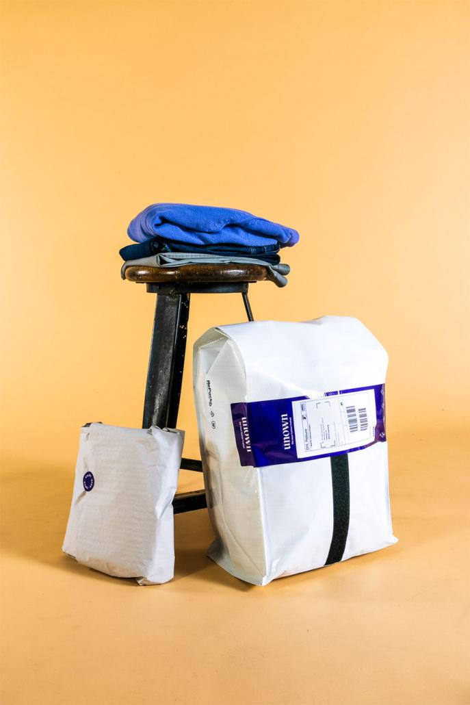 Die Kleidung wird von UNOWN in wiederverwendbaren Versandtaschen verschickt