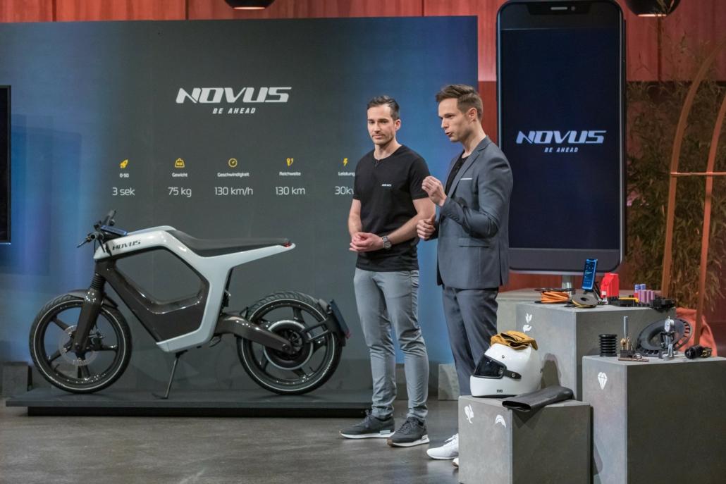 Marcus Weidig und René Renger mit ihrem Motorrad NOVUS.
