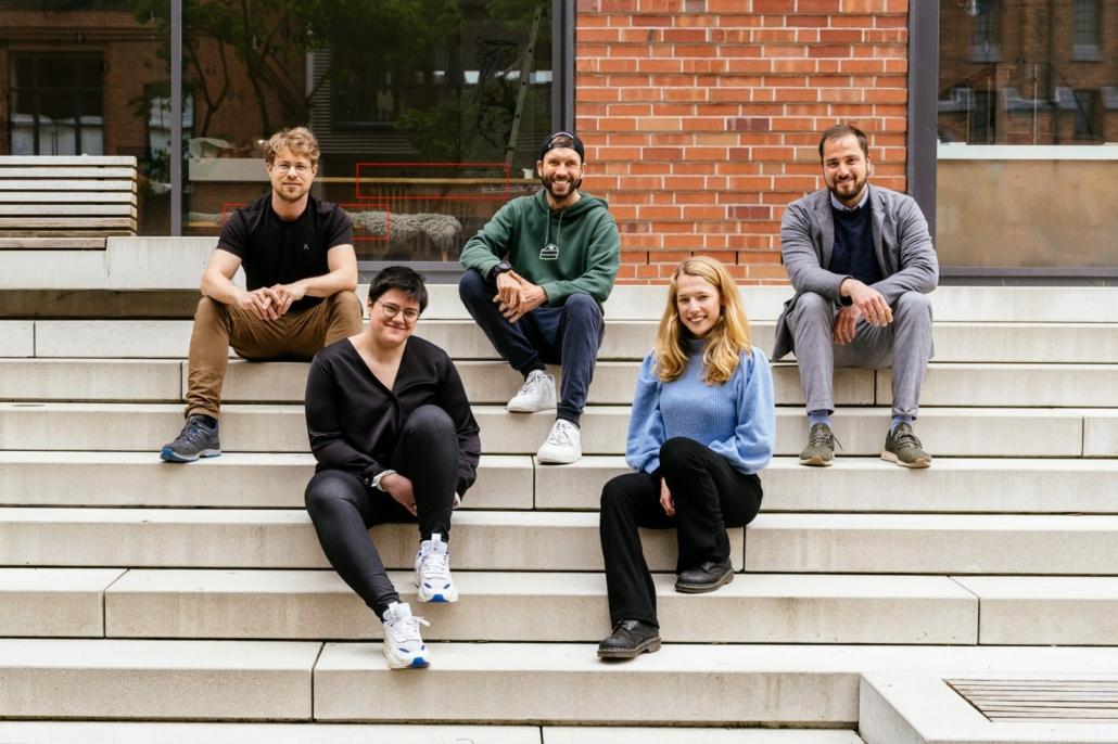 Das Team von Ours: Johannes Knippenberg, Falk Scheller, Krishen Mertens, Evangelia Kokinaki und Elisabeth Grashoff (Foto: Oliver Reetz)