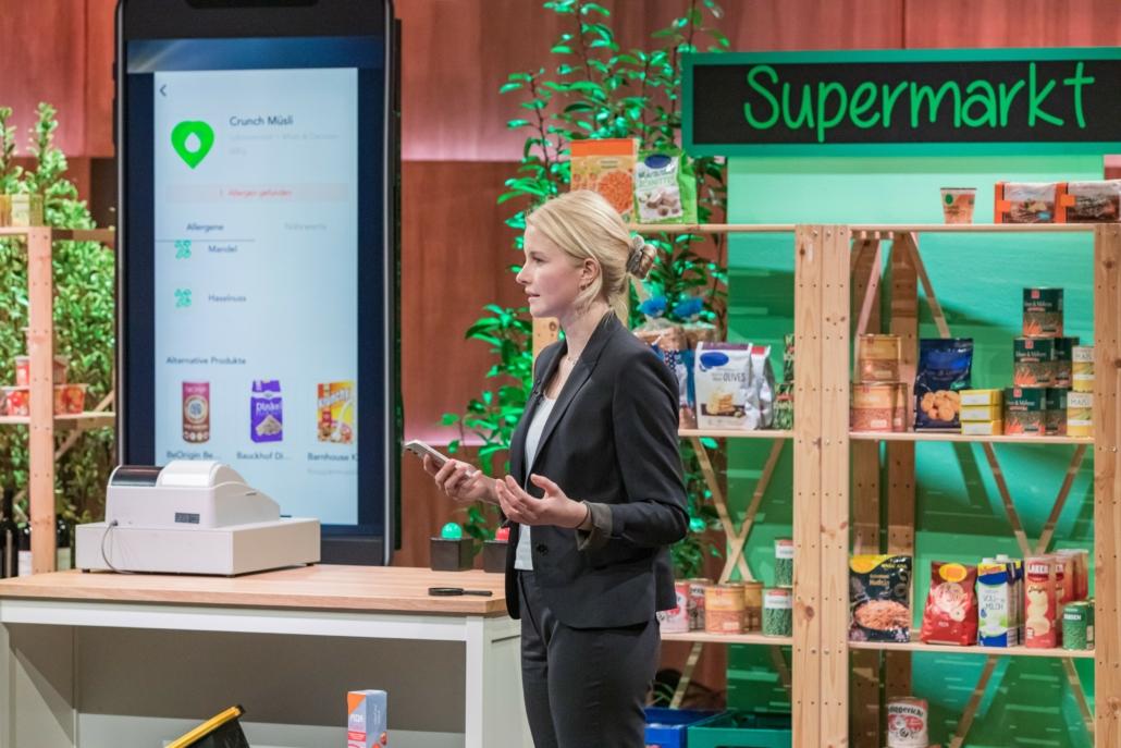 Victoria Noack hat mit der App HealthMe alle Lebensmittelzutaten im Blick.